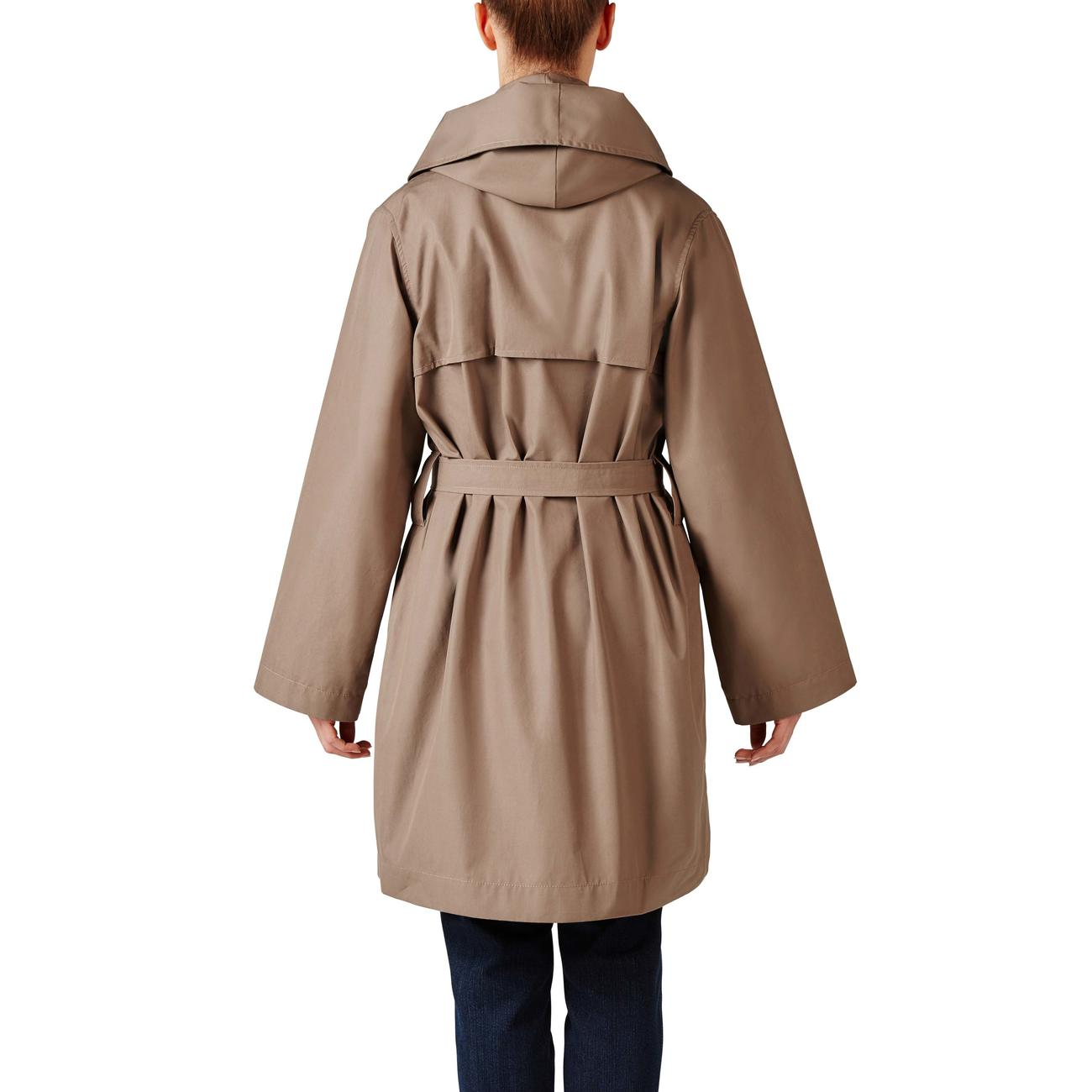 The outdoor coat with couture character.