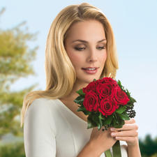 The 6 rose bouquet is also perfect for Valentine's day, Mother's Day, birthdays and weddings.