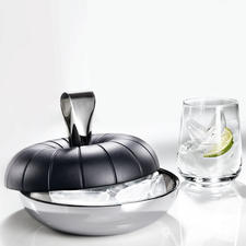 The double-walled stainless steel bowl keeps your ice cubes cold. The handle serves as tongs