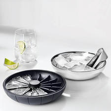 The silicone lid also serves as the ice cube mould.