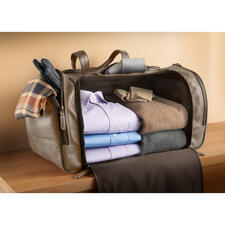 Convenient and tidy to pack: No dividers get in the way – you can use the full storage space. The sturdy base keeps everything in place. Your clothes remain impeccable.