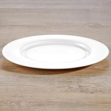 Dinner plates from dinnerware set