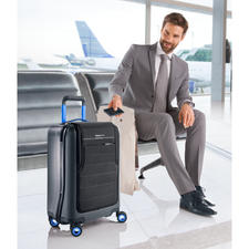 Bluesmart High-Tech Trolley - With electronic theft & loss protection, GPS tracking, digital TSA lock, built-in luggage scale & power bank.