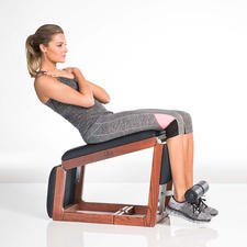 When folded, it is a classic abs trainer. Opened one stage further, it becomes the perfect back and rear trainer. When completely unfolded, it makes a comfortable bench for weight training.