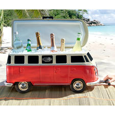 It hardly gets more iconic: Nobody else cools their drinks on the beach with such style.
