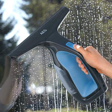 AEG Window and Surface Cleaner WX7 90B2B - Squeegee quickly and easily and aspirate at the same time.