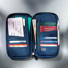 You will have all your important items to hand with the 8slots and 3large side pockets.