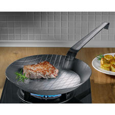 Forged Iron Pan - Extreme heat tolerance. Practically indestructible. Unbeatable for crispy frying results.