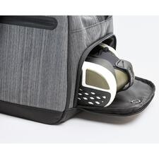 Particularly practical: Separate shoe compartment with ventilation, accessible from the outside.