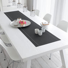 An eye-catcher for your table: The cotton runner in timeless anthracite.