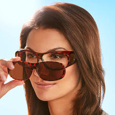 The exchangeable lenses adhere magnetically to the frame and are fixed in place instantly.