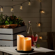 A moving flame plate allows the candlelight to dance naturally.