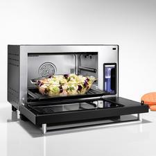 Generous 25-litre oven.