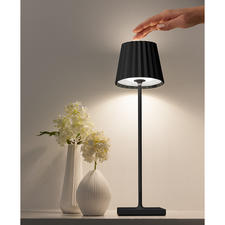 Simply press the head of the lamp with your finger to adjust the light intensity to suit your needs.