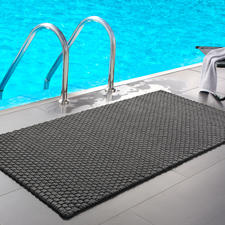 The grey mat in size 132 x 72cm (52″x 28.3″) is great by the pool or in the spa area.