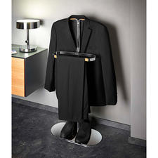 Your jackets and shirts can air optimally on the narrow, yet load-bearing hanger.