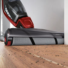 The 22.7cm (8.9″) wide soft roller protects your hard floors and even polishes them slightly.