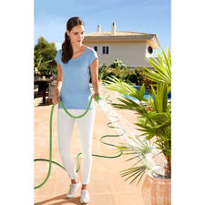 Magic Hose - Expands automatically to up to 3 times its original length when the tap is opened.