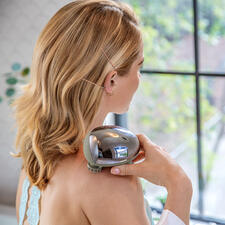 MiniScalp Massager - Pleasant kneading massage like from a masseur. At your desk, while travelling, in the shower, etc.
