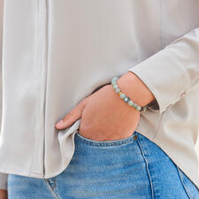 The elegant premium bracelet can be combined with any look, any time of day.
