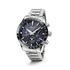 """The watch is 12.2mm (0.5"""") deep and weighs only 130g (4.6oz.), making it comfortable to wear on the wrist."""