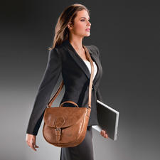 Worn facing the body, the zipped outer pocket is protected from unwanted access.