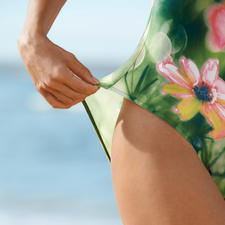 SunSelect®-Jersey lets the sun's rays pass through for an even tan.