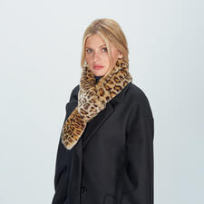 molliolli Leopard Pattern Loop Scarf - A trendy update of an elegant classic: The loop scarf made of high-quality fake leopard fur.