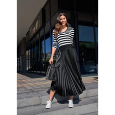 Smarteez Pleated Skirt, Black - Fashion star, perennial favourite and mix and match essential: The pleated wrap skirt by Smarteez.