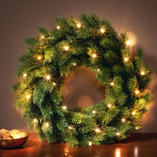 Scandinavian LED Wreath Almost indistinguishable from real fir. Battery operated string lights: Wireless, with practical timer.