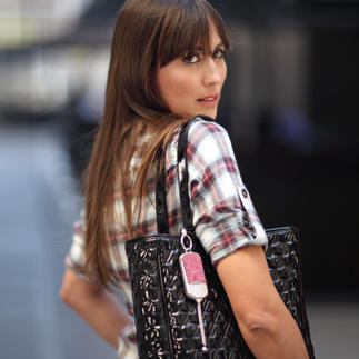 ila DUSK Security Charm Stylish handbag charm. And in case of emergency, an immediately accessible alarm.
