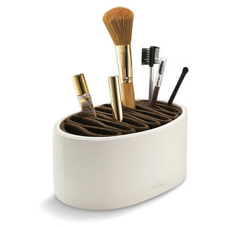 Flexo Make-up Box The ideal place for make-up brushes and accessories.