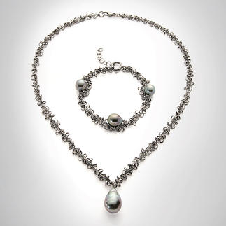 """Tahitian Pearl"" Necklace or Bracelet Probably the most fashionable way to wear pearls. Extravagant. Slinky. Ideal to wear every day."