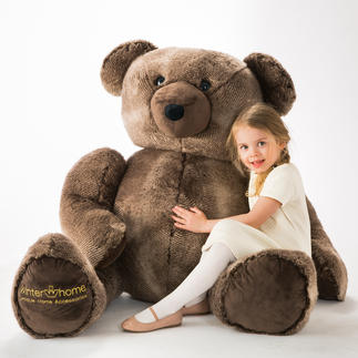XXL Teddy Bear Winter Creation A friend for life – the big teddy bear to love, lean on and cuddle.