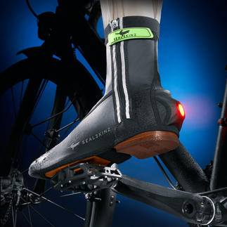 "Sealskinz Cycling Overshoe, pair Award-winning cycling overshoe with ""tail light""."