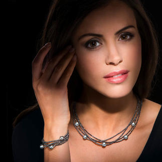 Haematite necklace or bracelet with Tahitian cultured pearls Dark. Secretive. And with a beautiful metallic sheen.