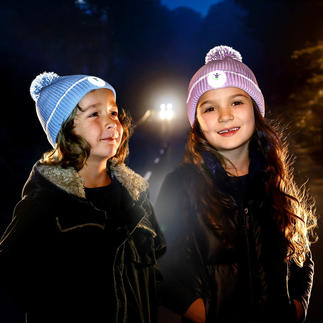 Twinkle Kid® reflective hat Clearly visible in the dark thanks to luminous reflective fibres in the pompon and cuff.
