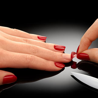 ZipLac Peel-Off Manicure Long-lasting, light-cured nail varnish – simply remove it by peeling it off.