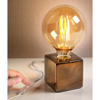Villeroy & Boch Table Lamp Three trends in one: XXL light bulb in retro style, metallic colours and a geometric shape.