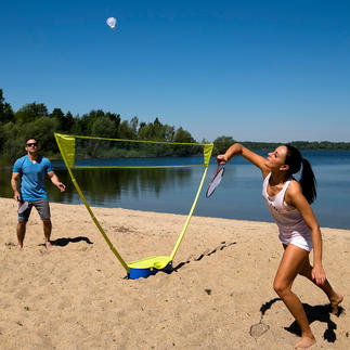 Schildkröt® Badminton Set Outdoor badminton training finally with a net at tournament height.