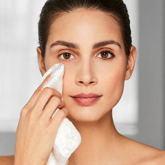 Cellulose Facial Tissue Removes make-up using only water, without chemicals.