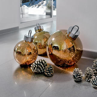Light Bauble Lights that shimmer like stardust amidst the fine glass baubles.