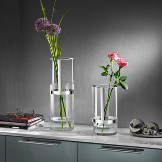 Height-adjustable Vase The award winning glass vase that adapts perfectly to your bouquets.