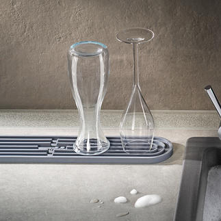 dri.pad Draining Mat Holds cutting boards, drinking bottles, carafes, ... non-slip and tilt-resistant. And your work space stays dry.