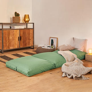 4-in-1 Guest Mattress In one go the comfortable upholstery becomes a cosy armchair, stool or guest bed.