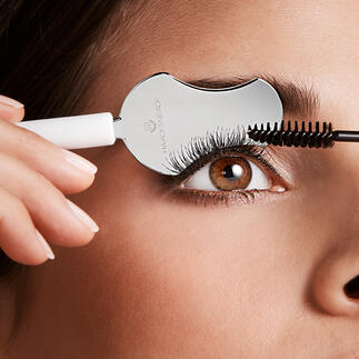 Eyelash Spoon Your eyelashes end up perfectly shaped and with flawlessly applied mascara. No clumping and no smudging.