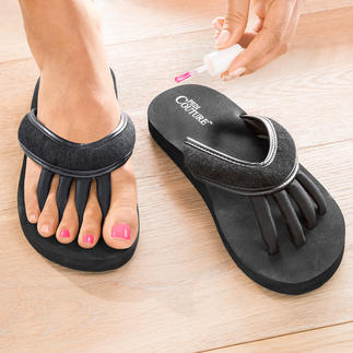 Toe Spreader Sandals Ingenious sandals for relaxed toes and perfectly varnished nails.