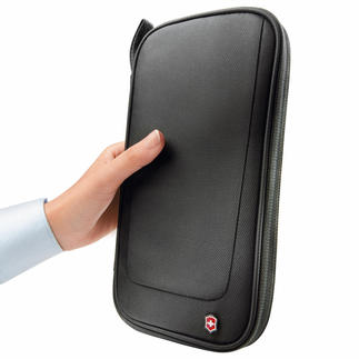 Victorinox Travel Organiser Travel at ease: Tickets, money, cards, documents stored and organised right at your fingertips.