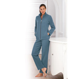 Charmor Fleece Loungewear Much better than pure synthetic fibre: Rare, silky-soft viscose fleece. Cuddly soft. Anti-static. Crease-free.