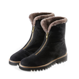 Casanova Curling Boot A fashion revival of a cult classic. The sixties curling boot – now a mere 11 ounces.